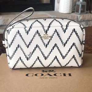 🎁 {COACH} Black & Cream Chevron Cosmetic Bag.